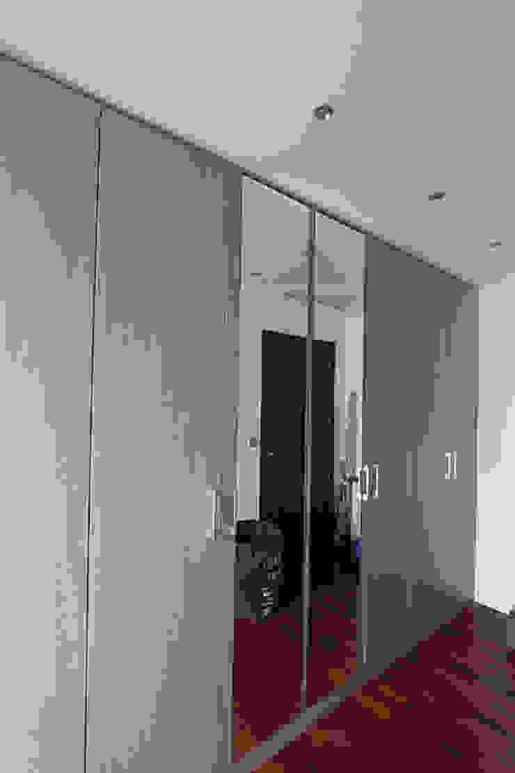 Reforma de vivienda con etiqueta de eficiencia energética A (Gran Alacant, Santa Pola) Vestidores de estilo escandinavo de Novodeco Escandinavo