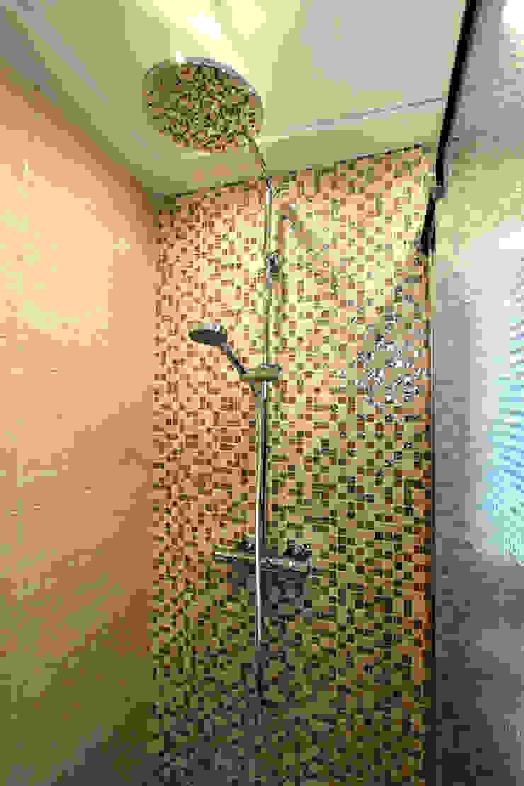 Reforma de vivienda con etiqueta de eficiencia energética A (Gran Alacant, Santa Pola) Baños de estilo escandinavo de Novodeco Escandinavo