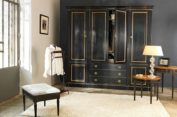 Dressing room by Grange México, Modern Solid Wood Multicolored