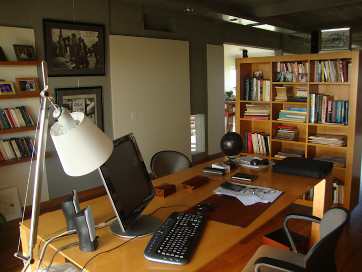 Modern study/office by Hargain Oneto Arquitectas Modern