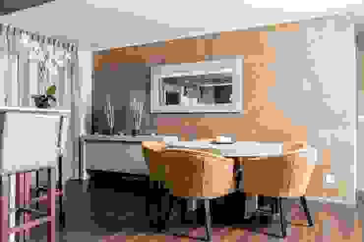 Création d'un appartement en copropriété Salle à manger moderne par CSInterieur Moderne