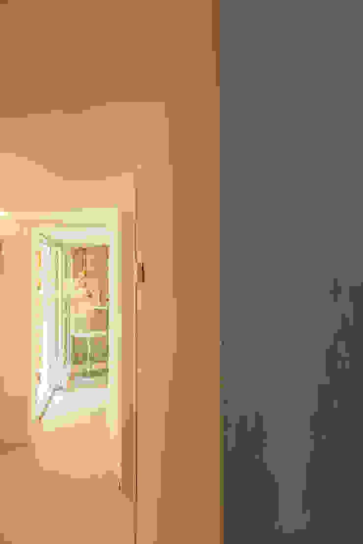 Tania Mariani Architecture & Interiors Koridor & Tangga Gaya Eklektik Beton White