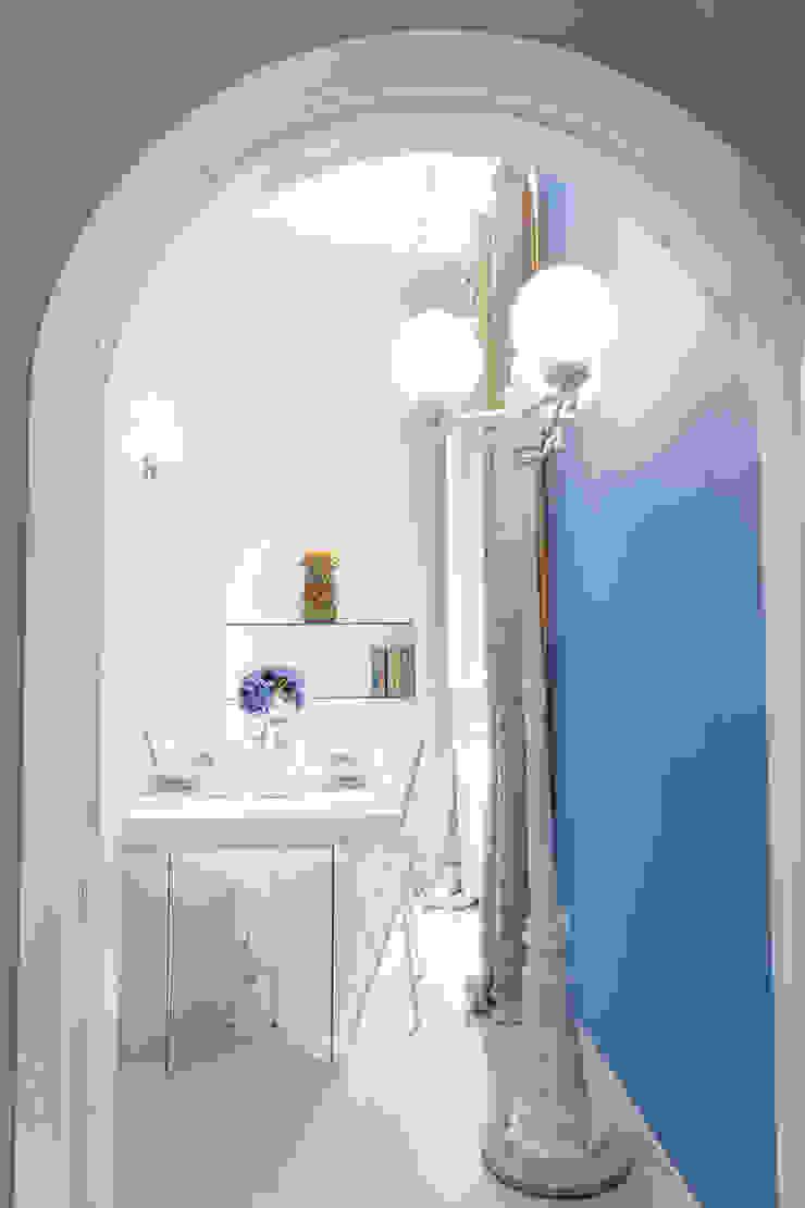 Tania Mariani Architecture & Interiors Ruang Keluarga Gaya Eklektik Kayu Blue