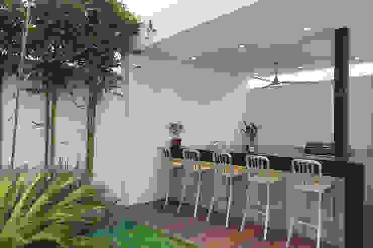 Casa CG Jardines de estilo moderno de Grupo Arsciniest Moderno Granito
