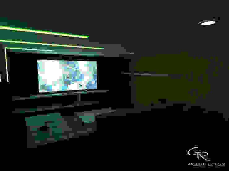 Sala multimediale moderna di GT-R Arquitectos Moderno