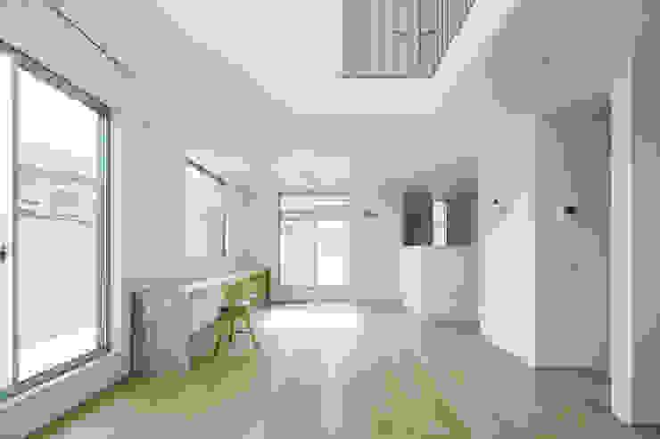 要町の家 吹抜けを通して光が溢れる家 モダンデザインの リビング の エトウゴウ建築設計室 モダン