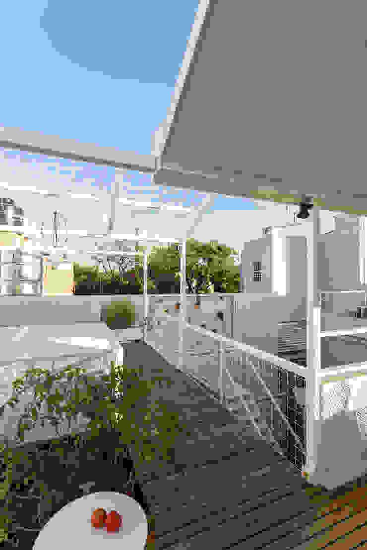Balcones y terrazas de estilo moderno de Marantz Arquitectura Moderno