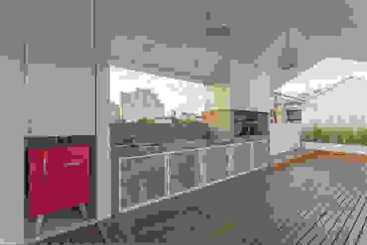 VIVIENDA UNIFAMILIAR MG Balcones y terrazas modernos: Ideas, imágenes y decoración de Marantz Arquitectura Moderno