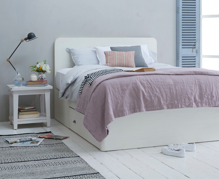 Woody bed in vintage white de Loaf Escandinavo Madera Acabado en madera