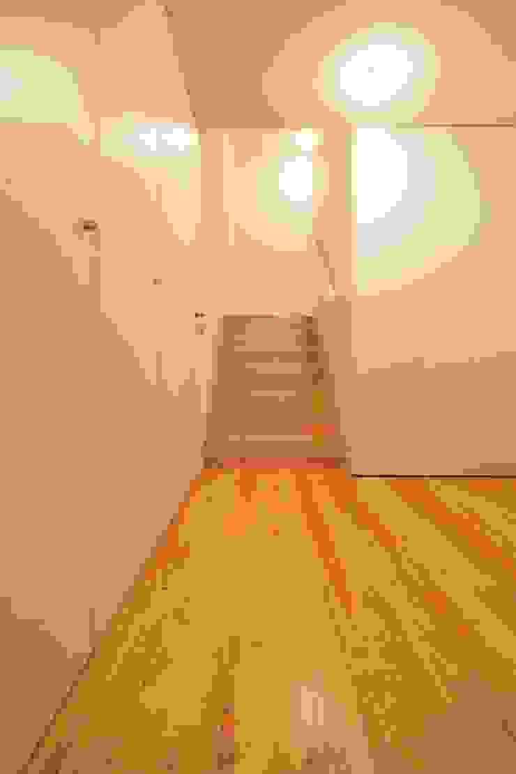 Casas Beiriz Corredores, halls e escadas minimalistas por GMAISNV, LDA Minimalista