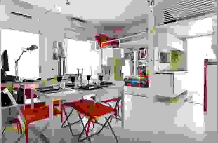""" Art of mini loft "" darchstudio Sala da pranzo minimalista"