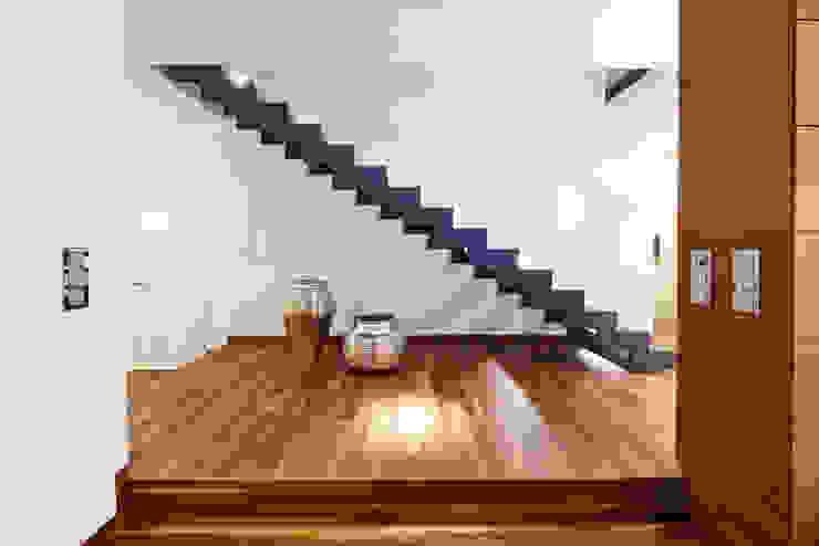 Modern Corridor, Hallway and Staircase by ZHAC / Zweering Helmus Architektur+Consulting Modern Iron/Steel