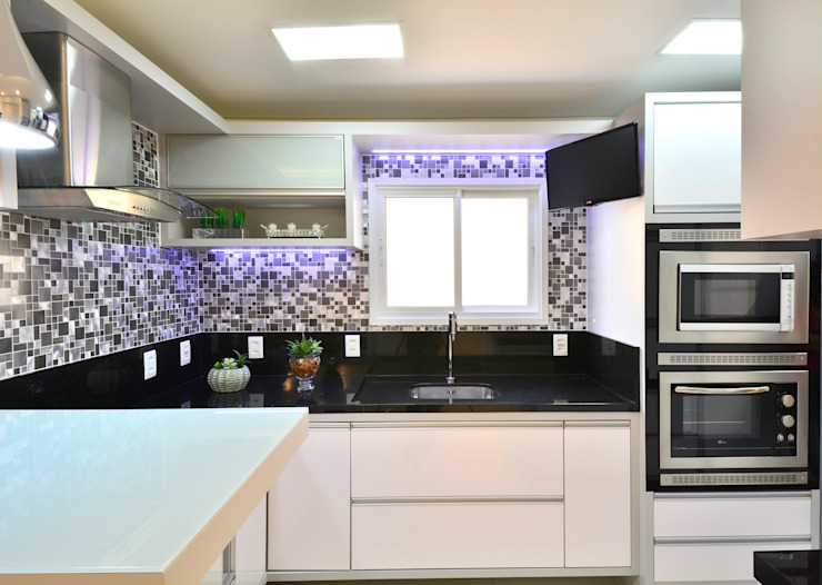 Moderne Küchen von Graça Brenner Arquitetura e Interiores Modern Metall