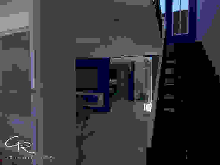 House Tempo Pasillos, vestíbulos y escaleras modernos de GT-R Arquitectos Moderno