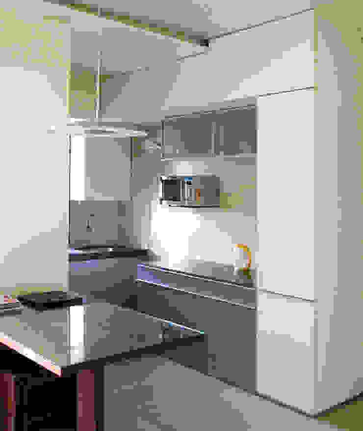 KItchenette Minimalist kitchen by The White Room Minimalist