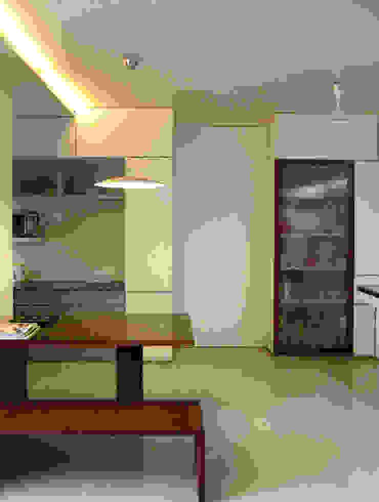 Studio Space Minimalist living room by The White Room Minimalist