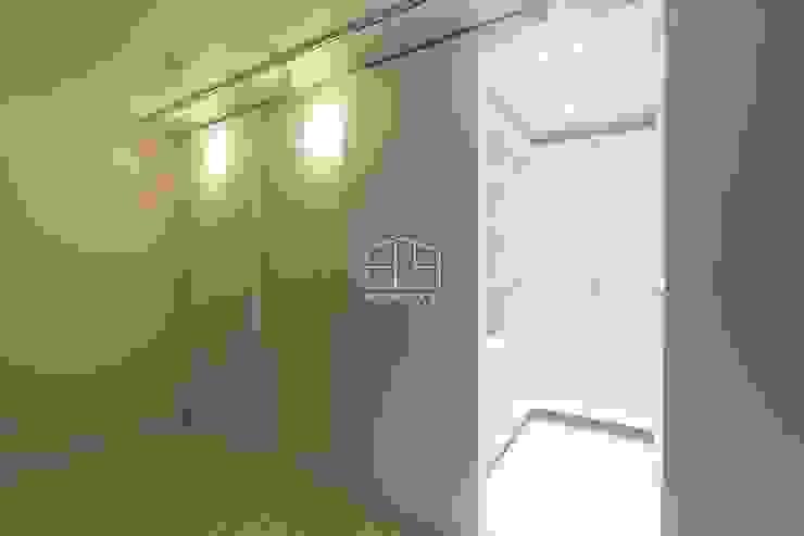 Scandinavian style dressing room by 홍예디자인 Scandinavian