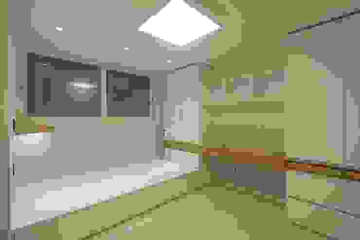 내추럴한 분위기의 34py 아파트 인테리어 : 홍예디자인의  아이방
