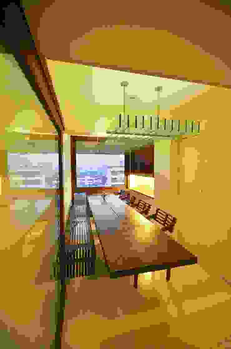 Dining room Minimalist dining room by The White Room Minimalist