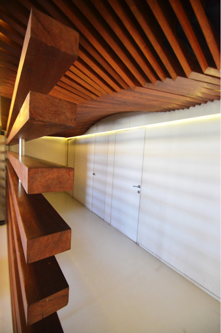 Corridor with wooden ceiling Minimalist corridor, hallway & stairs by The White Room Minimalist