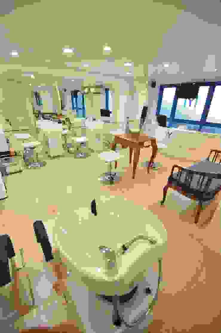 Salon Floor Modern spa by The White Room Modern
