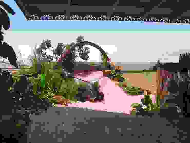Sea view garden Mediterranean style garden by The White Room Mediterranean