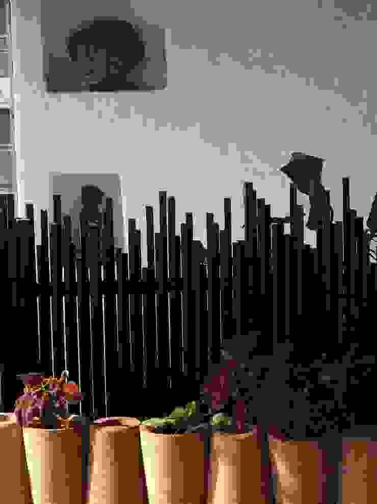Stucco wall Mediterranean style garden by The White Room Mediterranean