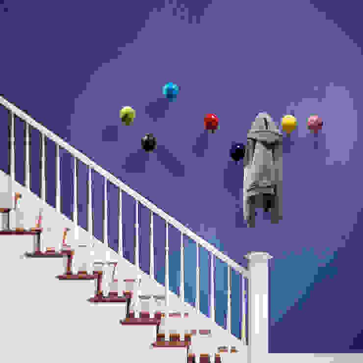Modern corridor, hallway & stairs by Creativando Srl - vendita on line oggetti design e complementi d'arredo Modern Ceramic