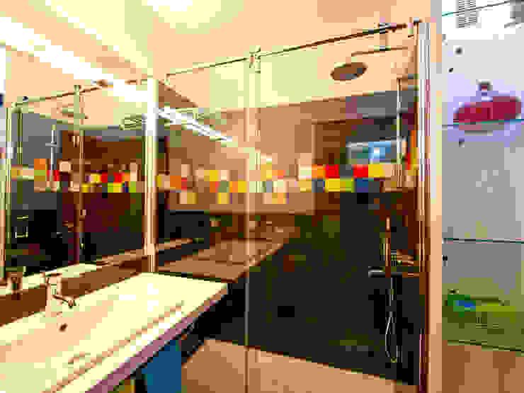 A casa de banho Kubic Casas de banho modernas por Architect Your Home Moderno