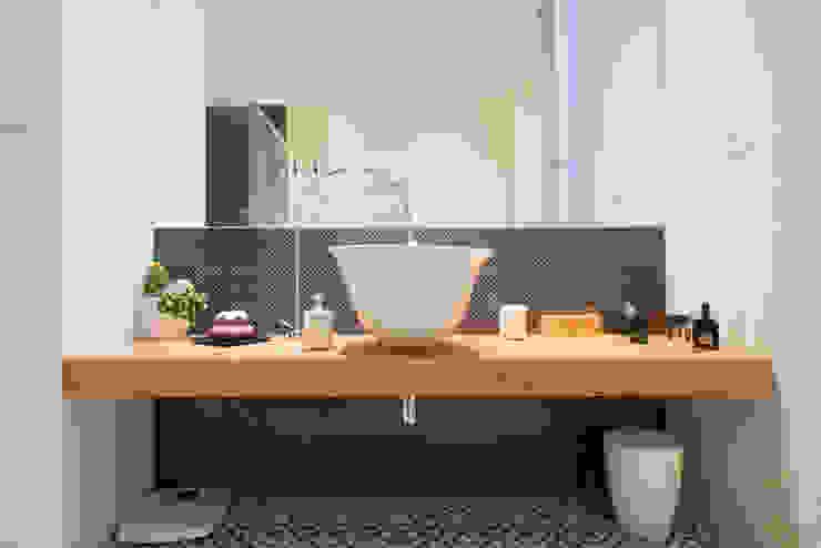 Banheiros minimalistas por ZETAE Studio Minimalista