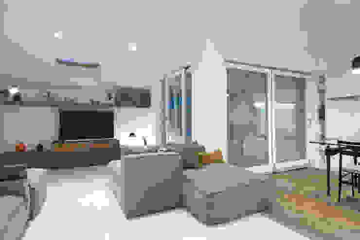 Livings modernos: Ideas, imágenes y decoración de ZETAE Studio Moderno