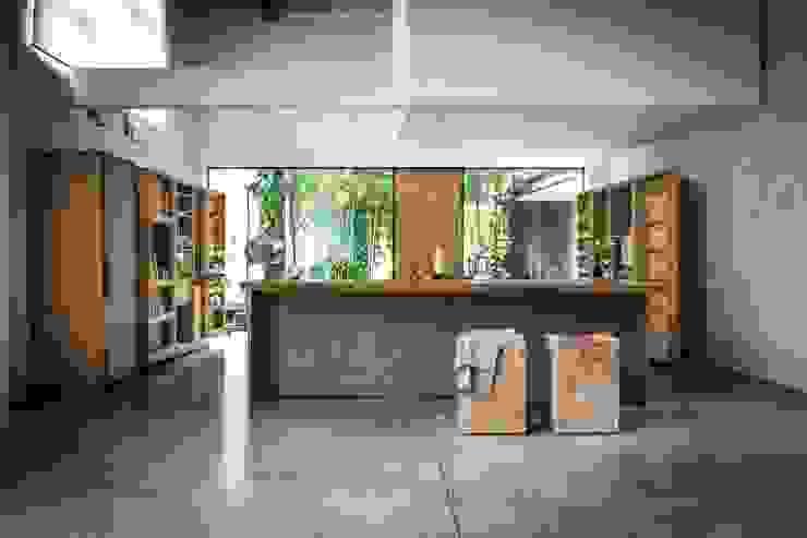 La Cucina design Matteo Thun Cucina moderna di Riva1920 Moderno Legno Effetto legno