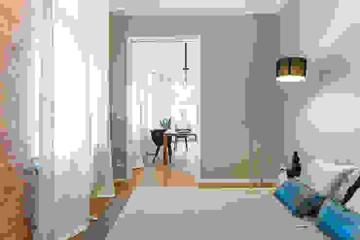 Gästezimmer. Guest room: modern  von CONSCIOUS DESIGN - INTERIORS,Modern Textil Bernstein/Gold