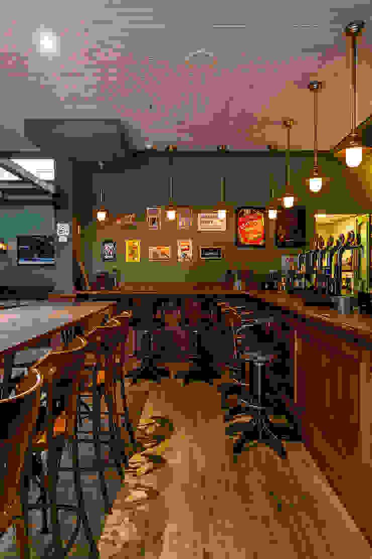 Bars & clubs classiques par Piloni Arquitetura Classique