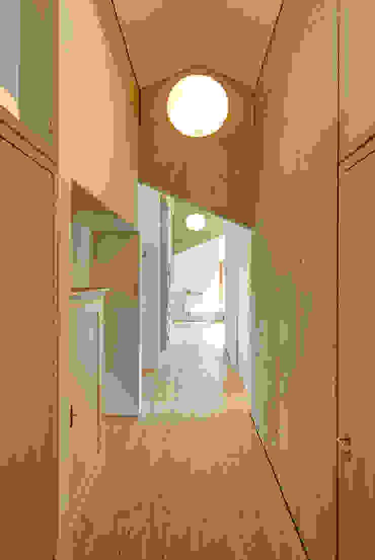Modern Corridor, Hallway and Staircase by vonMeierMohr Architekten Modern