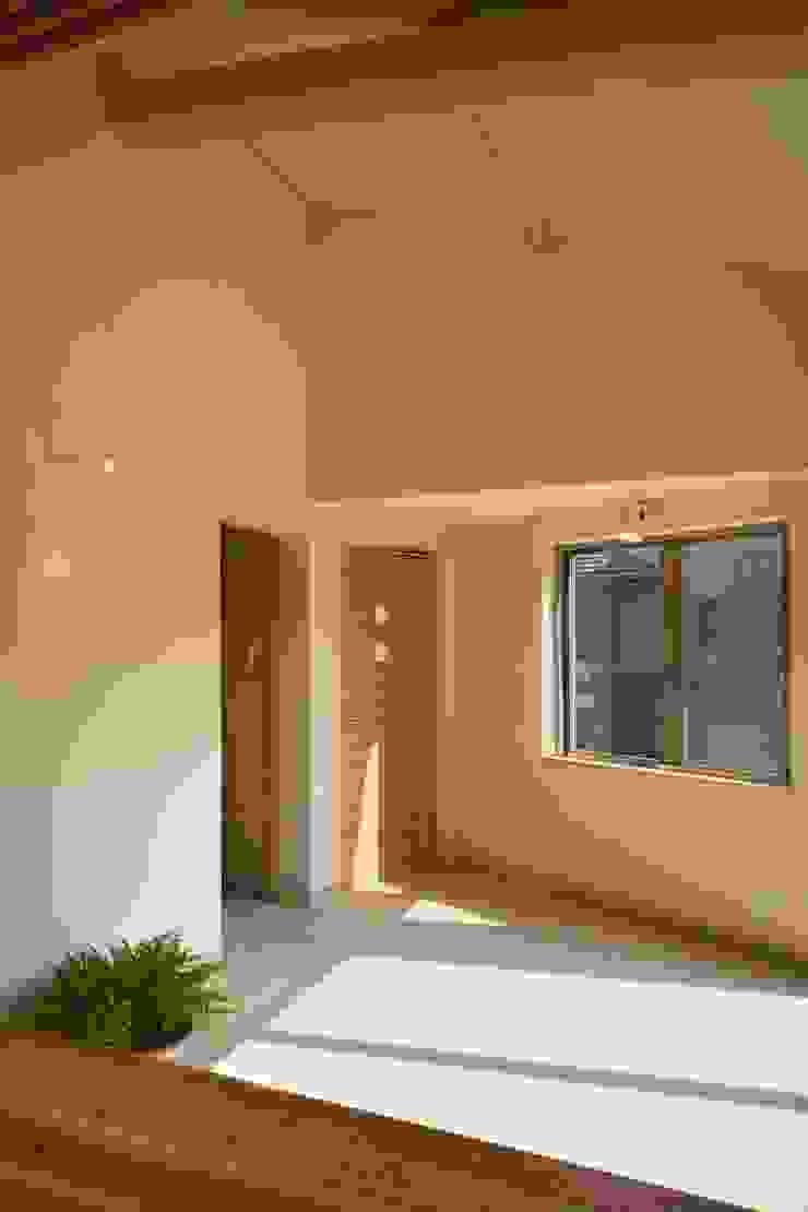 大森建築設計室 Classic style corridor, hallway and stairs