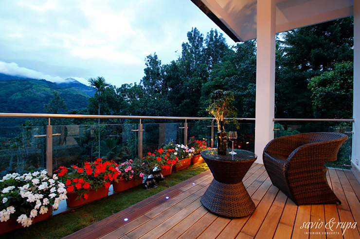 Outdoor deck Modern balcony, veranda & terrace by Savio and Rupa Interior Concepts Modern