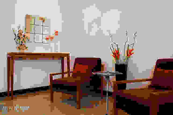 Foyer Modern corridor, hallway & stairs by Savio and Rupa Interior Concepts Modern