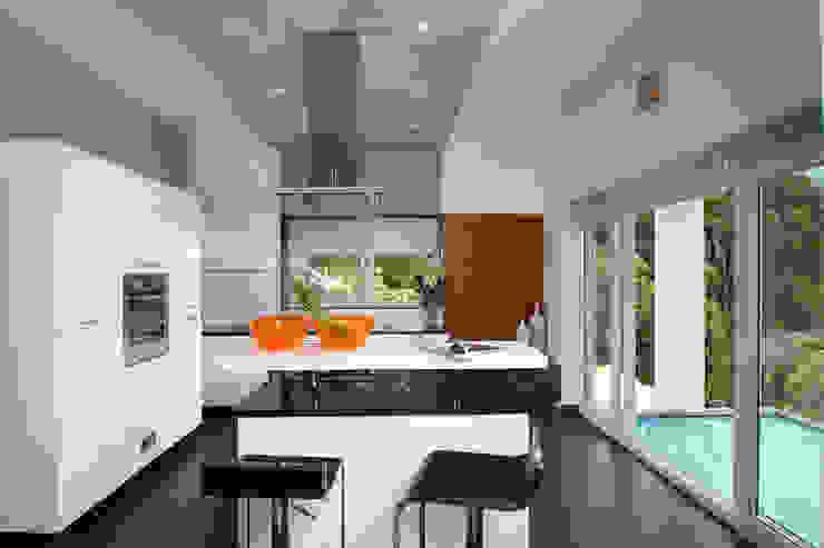 Island Kitchen Modern kitchen by Savio and Rupa Interior Concepts Modern