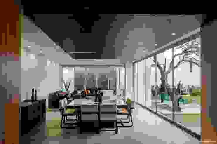 casaMEZQUITE Comedores modernos de BAG arquitectura Moderno Madera Acabado en madera