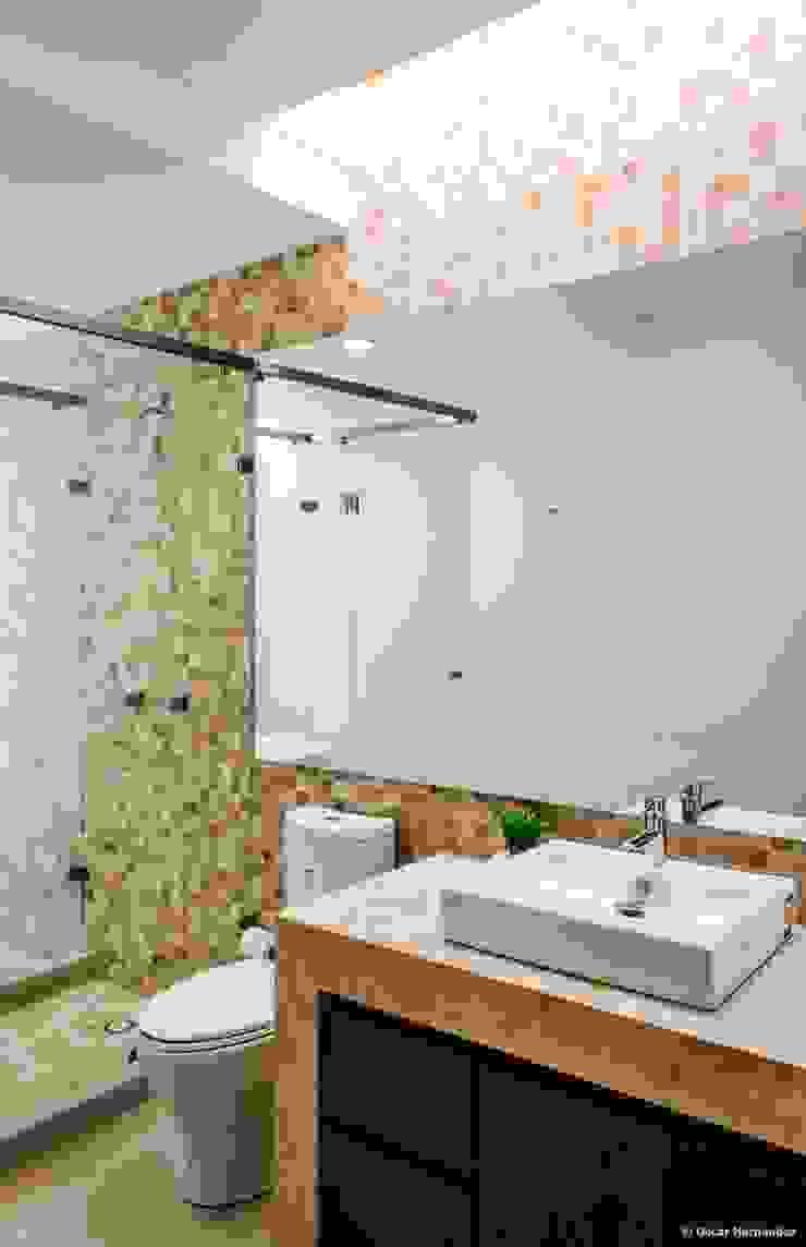 casaMEZQUITE Baños modernos de BAG arquitectura Moderno Mármol