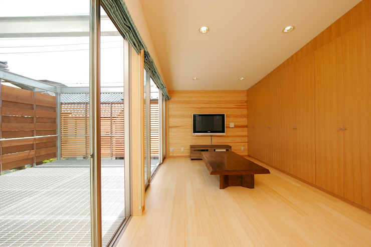 Living room by 仲摩邦彦建築設計事務所 / Nakama Kunihiko Architects, Modern Wood Wood effect