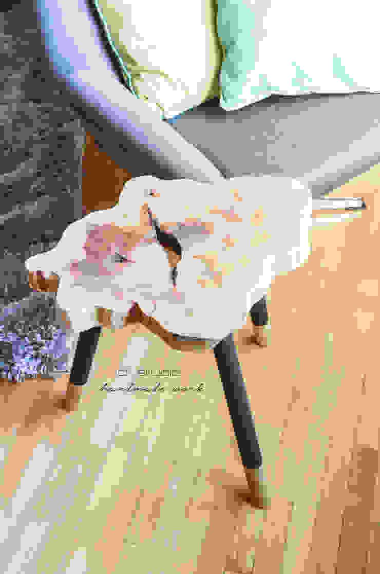 Coffee Table MICKY GOLD / Stolik kawowy MICKY GOLD od D2 Studio Minimalistyczny Drewno O efekcie drewna