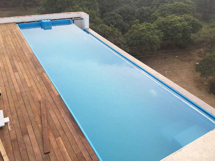 infinity roof top swimming pool Colonial style balcony, veranda & terrace by arrdevpools Colonial Ceramic