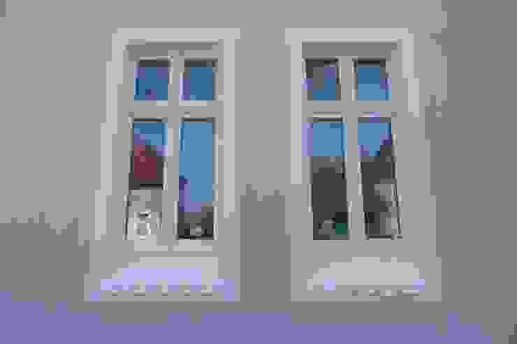 Puertas y ventanas modernas de puschmann architektur Moderno