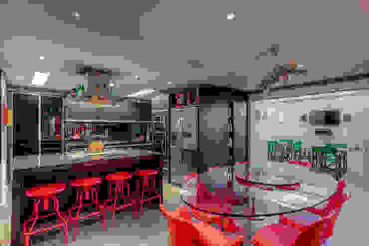 Residência Campina do Siqueira: Cozinhas  por VL Arquitetura e Interiores