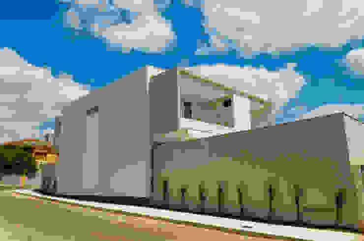 منازل تنفيذ A/ZERO Arquitetura , حداثي