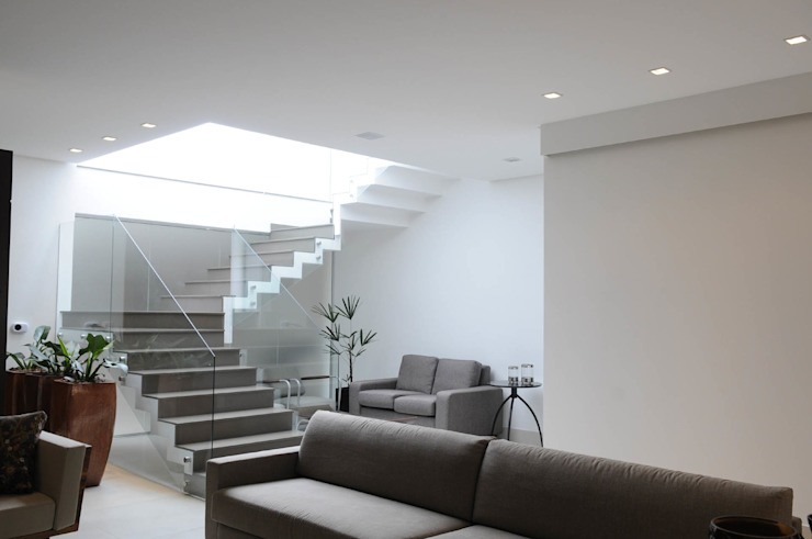 Modern Corridor, Hallway and Staircase by A/ZERO Arquitetura Modern