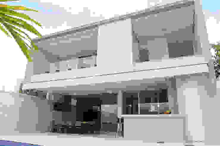 Balcones y terrazas modernos de A/ZERO Arquitetura Moderno