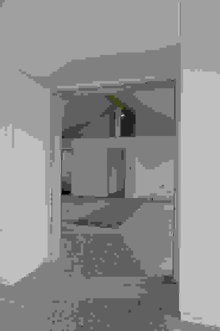 乡村风格的走廊,走廊和楼梯 根據 puschmann architektur 鄉村風